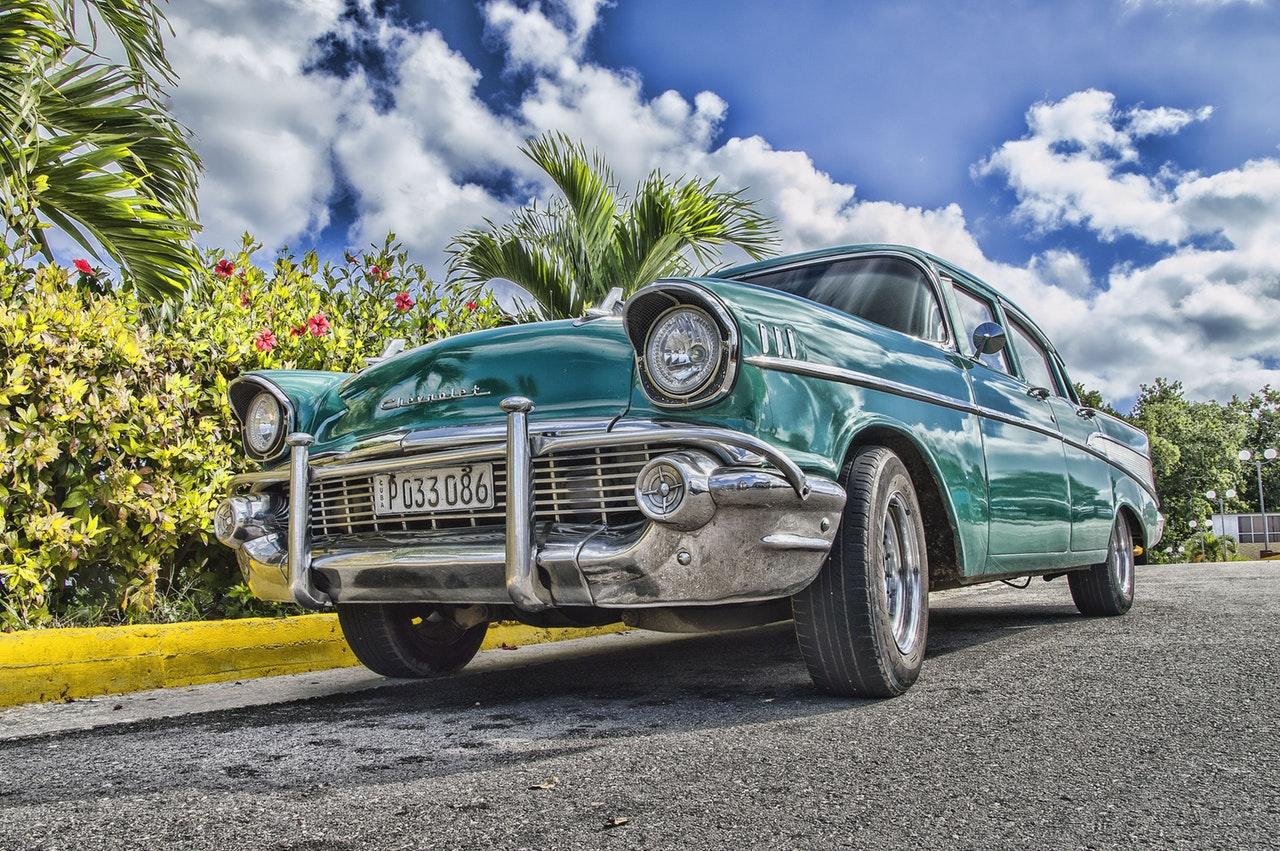 Fin och gammal bil